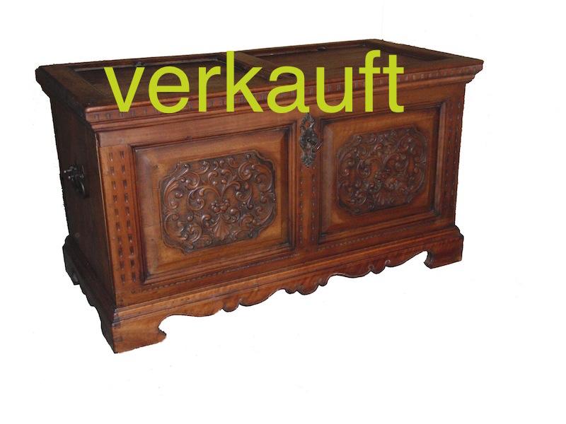 Verkauft Truhe Nussbaum 1748