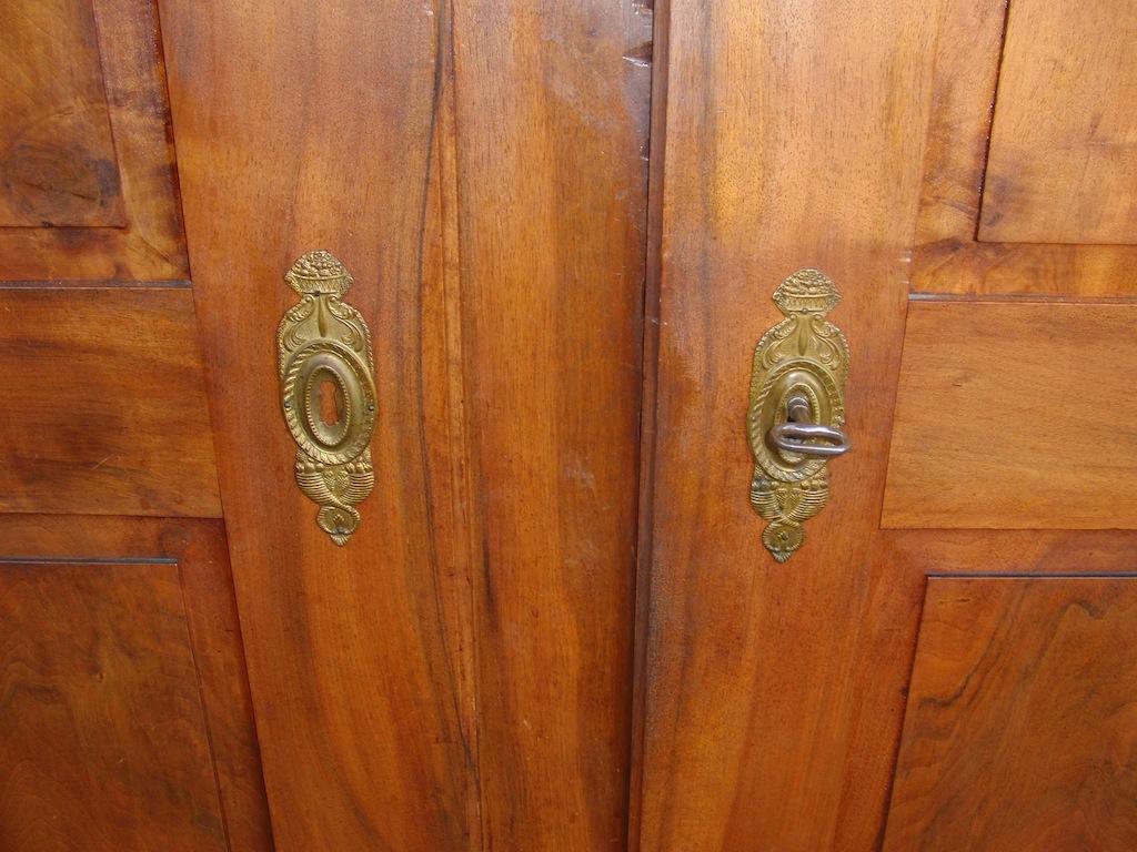 aargauer louis xvi schrank nussbaum massiv edeltr del antike m bel. Black Bedroom Furniture Sets. Home Design Ideas