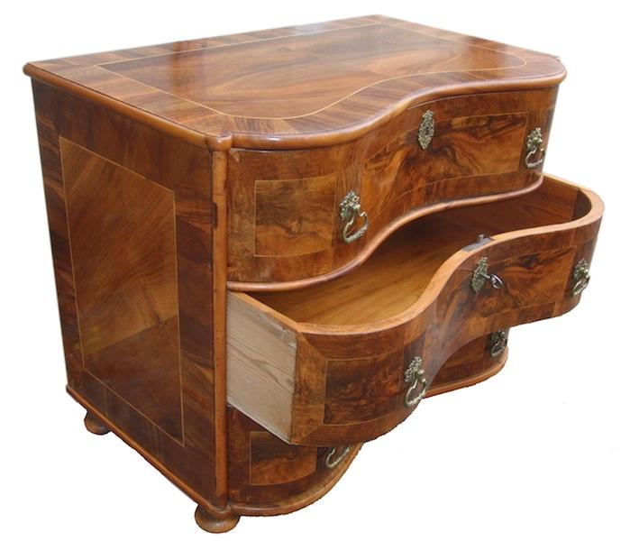 verkauft usserst selten sehr kleine barock kommode. Black Bedroom Furniture Sets. Home Design Ideas