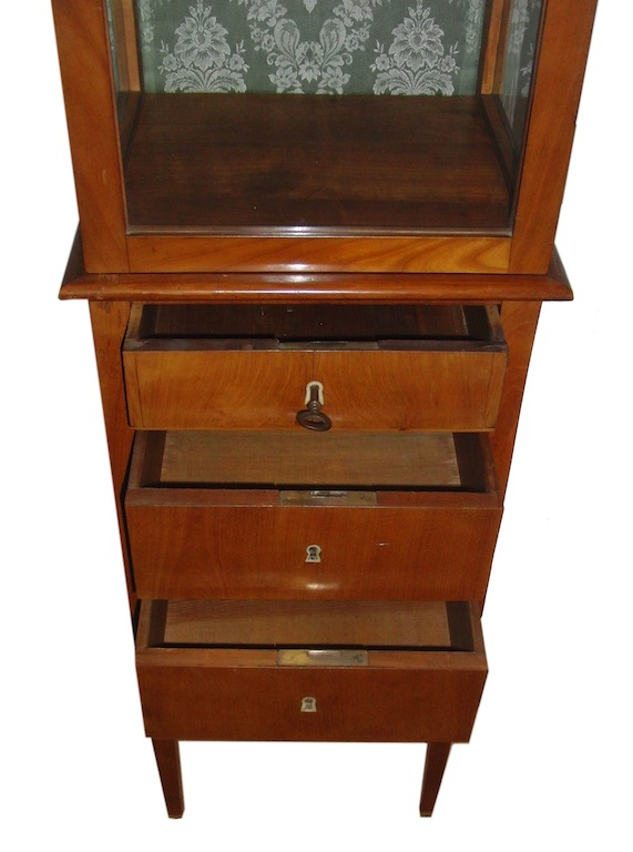 verkauft sehr seltene sehr schmale vitrine biedermeier kirschbaum edeltr del antike m bel. Black Bedroom Furniture Sets. Home Design Ideas