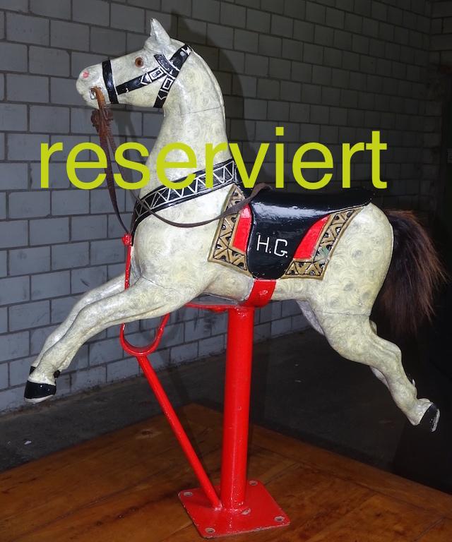 karusselpferd-weiss-feb15a-reserviert
