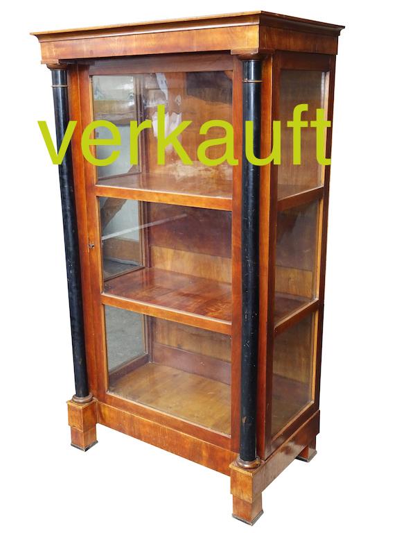 verkauft-vitrine-vollsaulen-feb16c