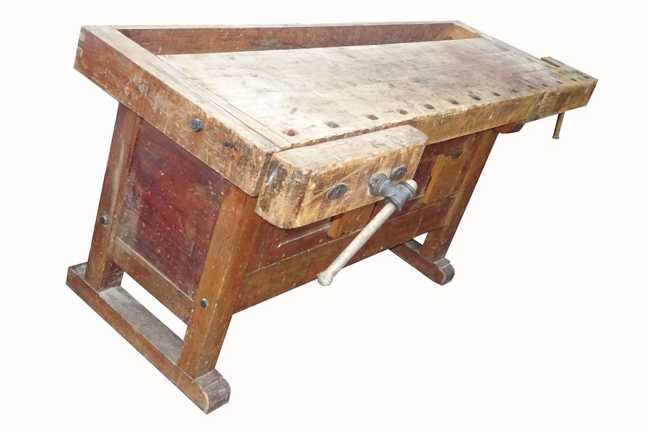 usserst dekorativer antiker werkbank mit schraubstock. Black Bedroom Furniture Sets. Home Design Ideas