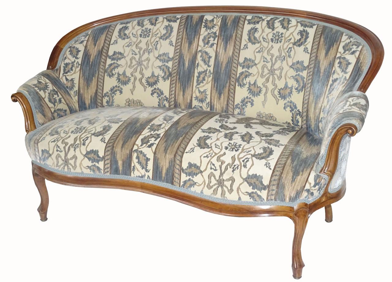 Verkauft einladendes kleines sofa zum freistellen for Kleines sofa zum ausklappen